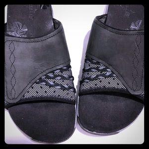 "Merrell ""Black"" slides performance footwear size 7"